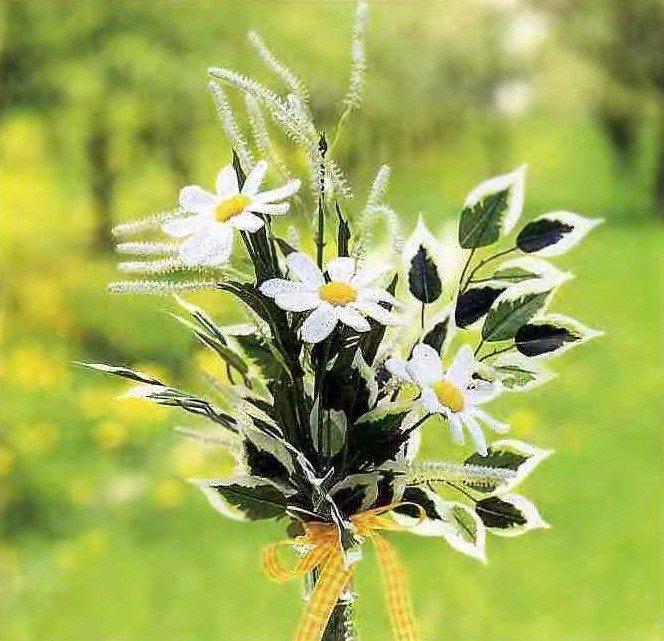 Вязаные цветы в интерьере и